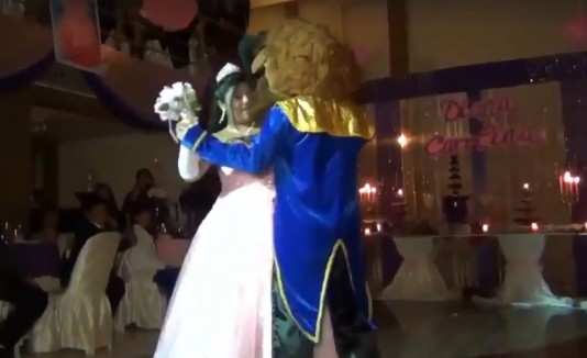 "Quinceañero a lo ""Beauty and the Beast"""