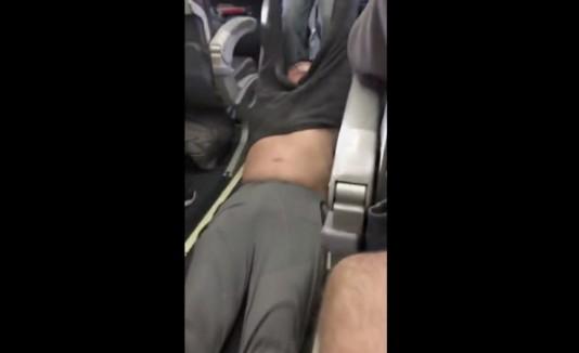 Expulsan pasajero en United Airlines