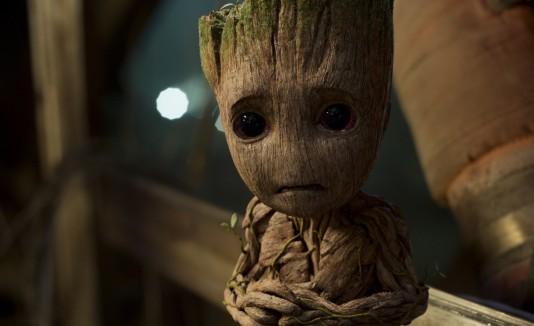 El personaje de Groot es ahora uno pequeño y puede hacer que sus brazos y piernas crezcan.