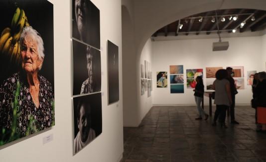 """La exibición """"Photofinish"""" comprende 125piezas fotográficasde 77 estudiantes."""