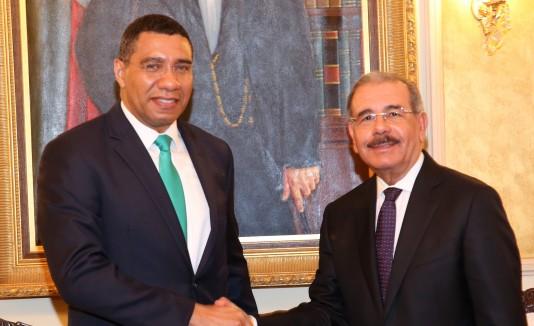 De izquierda a derecha, el primer ministro de Jamaica, Andrew Holness, y el presidente de República Dominicana, Danilo Medina, en el Palacio Nacional en Santo Domingo.