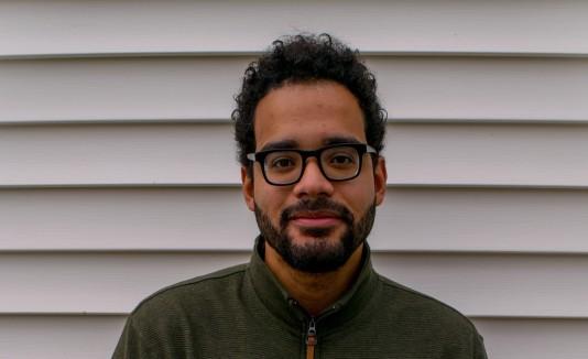 El escritor tiene 30 años, ha publicado dos novelas y reside en Atlanta.