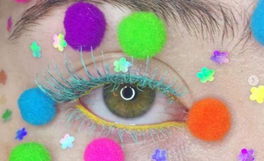 pompon makeup