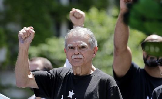 Oscar López en el desfile