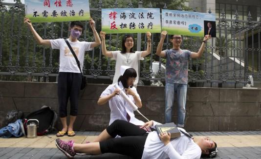 Homosexual gana un caso por terapia de conversión en China