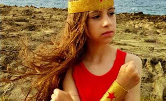 Luce como una Wonder Woman