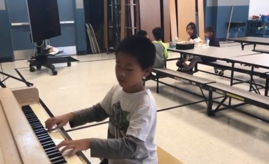 Niño pianista