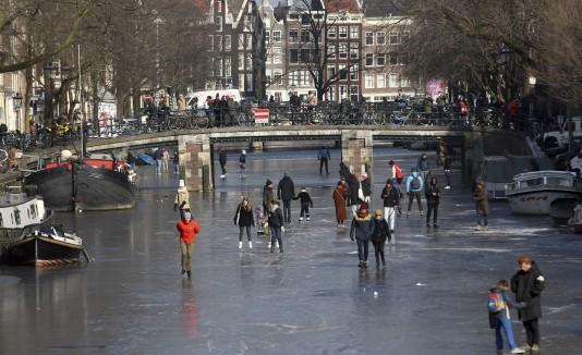 Holanda río congelado