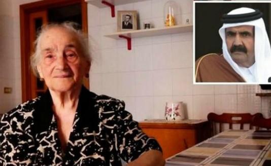 Anciana con regalo de Emir