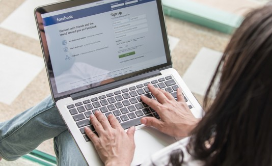 Marina Fernanda  Aragunde encontró a su madre 24 años después a través de Facebook. (Shutterstock)