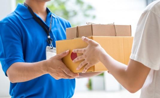 El cartero despedido asegura que tiene un récord de haber entregado a tiempo alrededor de 1,500 envíos a lo largo de carrera. (Shutterstock)