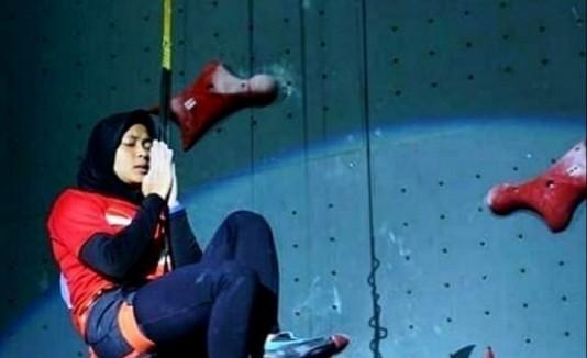 Se llama Aries Susanti Rahayu (24 años), pero sus allegados y seguidores la llaman Spiderwoman. (Instagram / @aries_susanti)