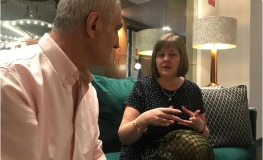 Diego Arreseigor y Susan Shaw, durante el encuentro en Madrid. (Viviana Arreseigor)