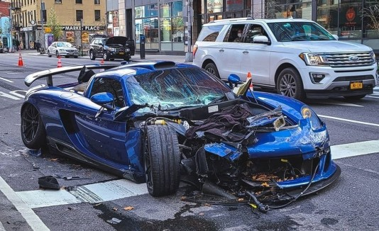 Porsche destrozado.
