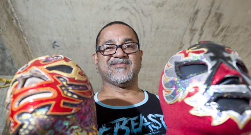 Joe Cruz, diseñador de ropa para luchadores