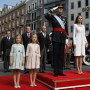 La nueva familia real en su primera foto oficial. Desde la izquierda: la infanta Sofía, la princesa de Asturias, el rey Felipe VI y la reina Letizia.