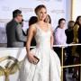 Jennifer Lawrence. La actriz lució un vestido de la Maison Dior para otoño/invierno 2014. El film, cuya primera parte se estrena la próxima semana en Estados Unidos, retoma la historia de la joven Katniss Everdeen, dejando atrás los \