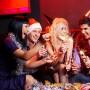 Un anfitrión responsable debe asegurarse de que las personas que consuman bebidas embriagantes tengan un conductor designado.