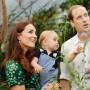 La duquesa de Cambridge junto a su esposo e hijo.