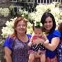 Karla Toledo, derecha, junto a su hija y su madre.