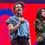 Ilana Glazer y Abbi Jacobson, de Comedy Central, asistieron al anuncio.