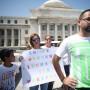 Un grupo de terapistas protestó ayer por la falta de pago.