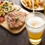 Al combinar cervezas con un plato picante, debes saber si quieres potenciar el pique o neutralizarlo y, para ello, existe gran variedad.