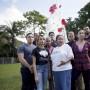 Los estudiantes universitarios  recogieron 3,000 botellas plásticas para cumplir con el proyecto que adorna el recinto carolinense.