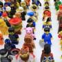 Diversos personajes de la familia de Lego