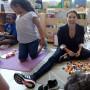 La actriz visitó el Centro Tau y compartió con sus jóvenes estudiantes.