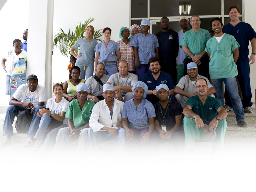Bank Oriental De Bayamon:Desde Puerto Rico han viajado cirujanos, terapistas físicos