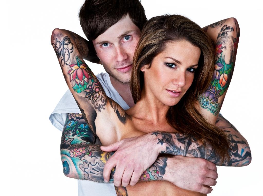 Фото девушка сделала татуировку