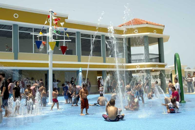 15 parques acu ticos que puedes disfrutar en puerto rico for Chorros para piscinas precios
