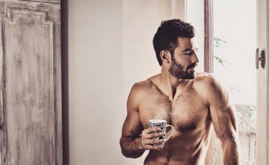 6a35be6ef FOTOS: Hot guys tomando café encienden Instagram