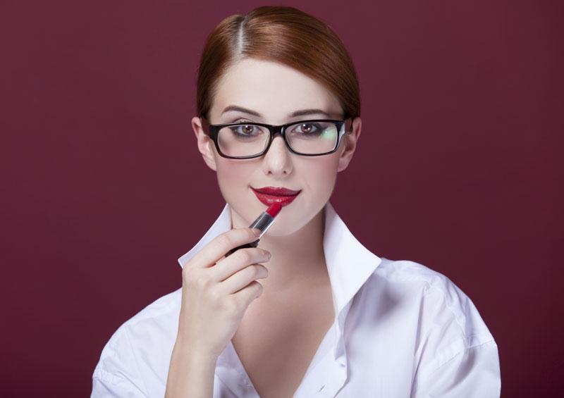 c31df1f1d5 6 tips para maquillarte si tienes espejuelos